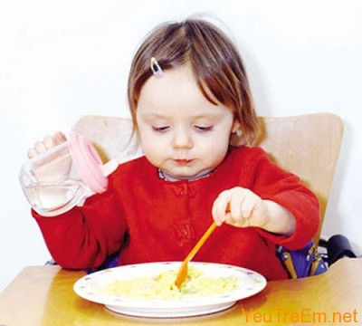 London, England, UK --- Maya aged 16 months eating and showing her co-ordination skills --- Image by © Rune Hellestad/Corbis